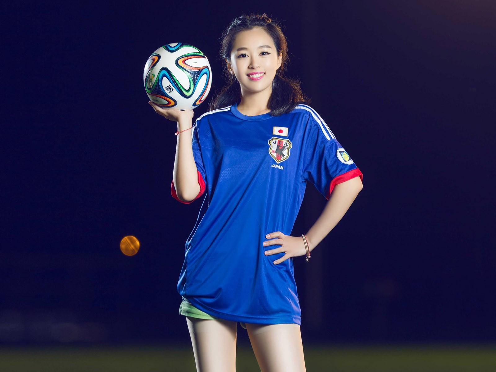 > 足球少女精美高清写真电脑桌面壁纸