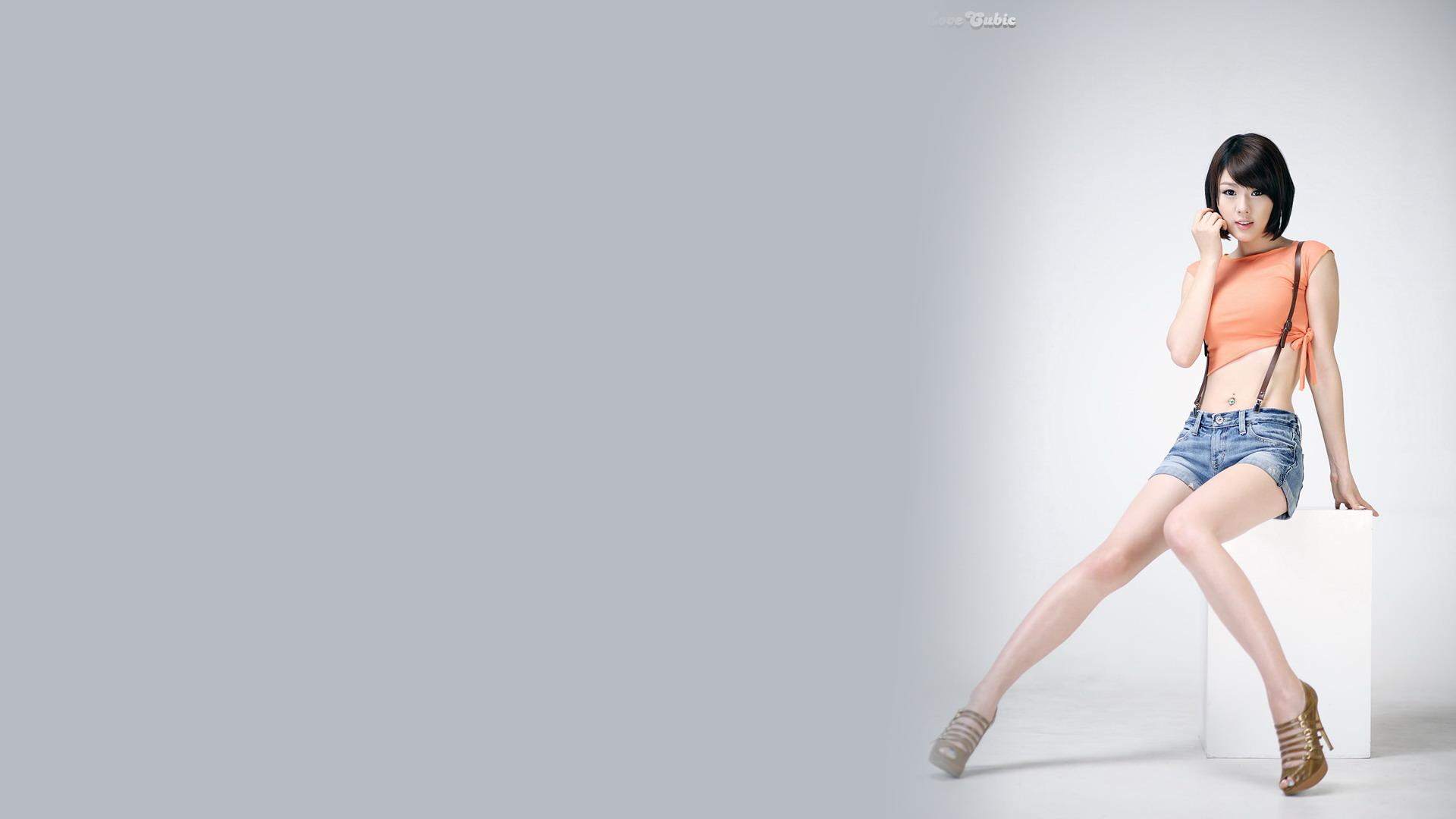 韩国美女车模黄美姬高清宽屏壁纸